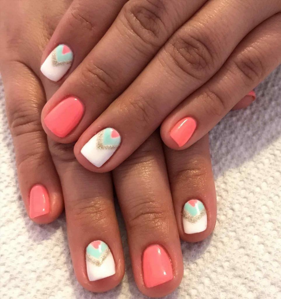 Короткие ногти с коралловым дизайном