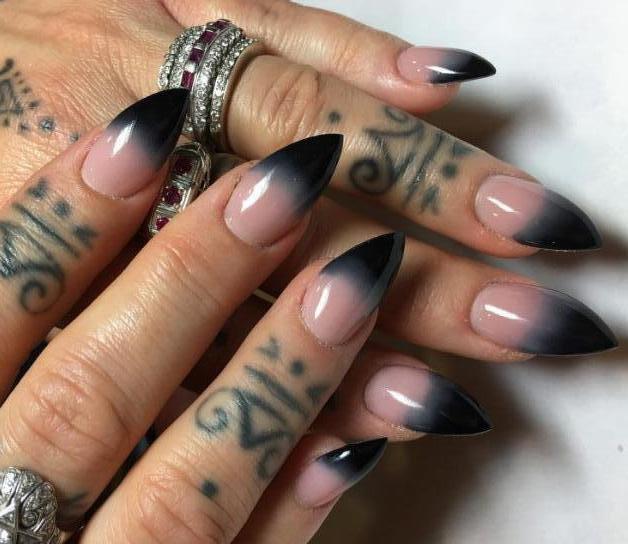 как покрасить острые ногти