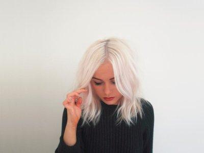 Белый цвет волос: описание с фото, выбор краски для волос, способы нанесения