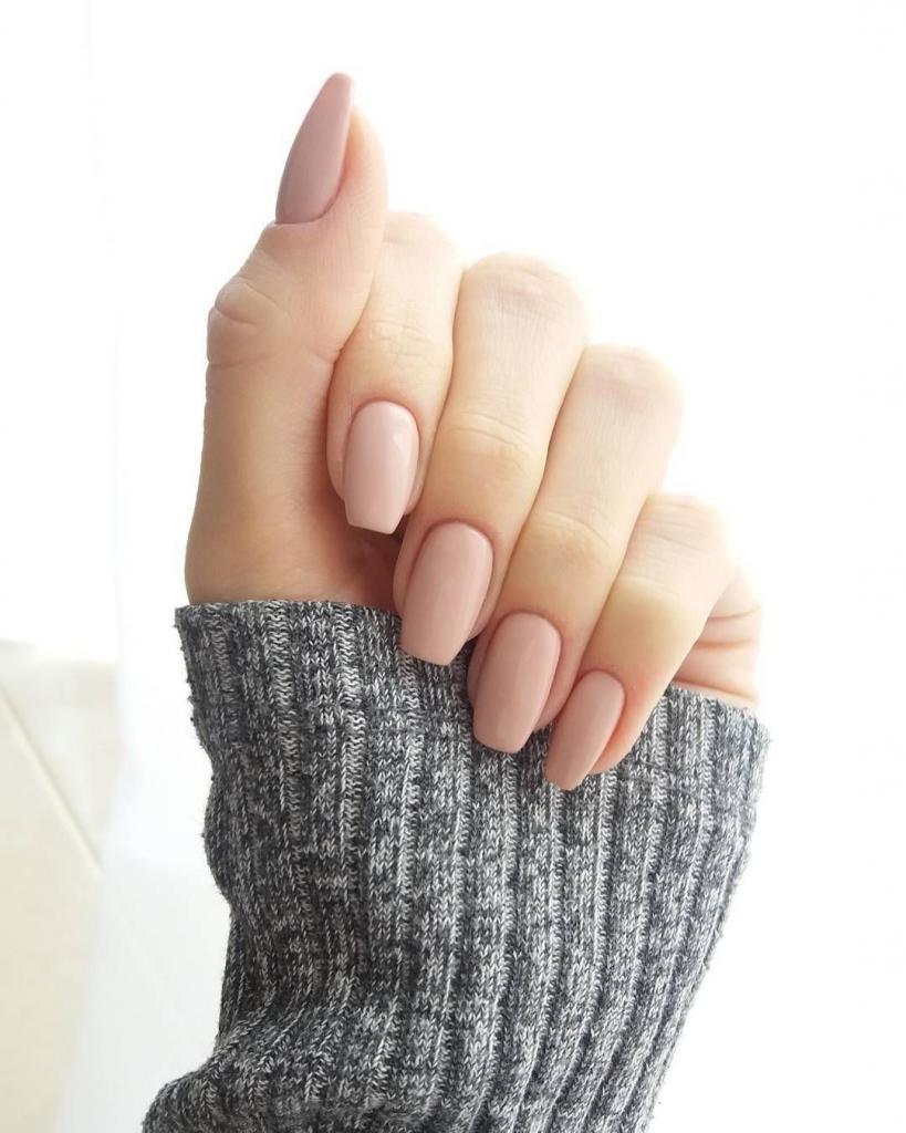 маникюр со светлым лаком на короткие ногти