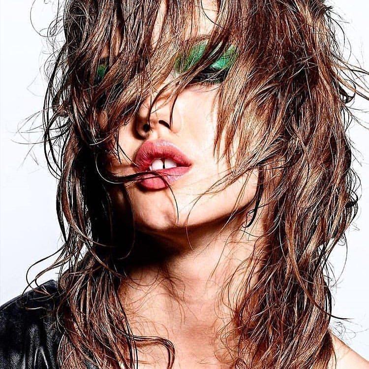 Эффект мокрых волос на каре
