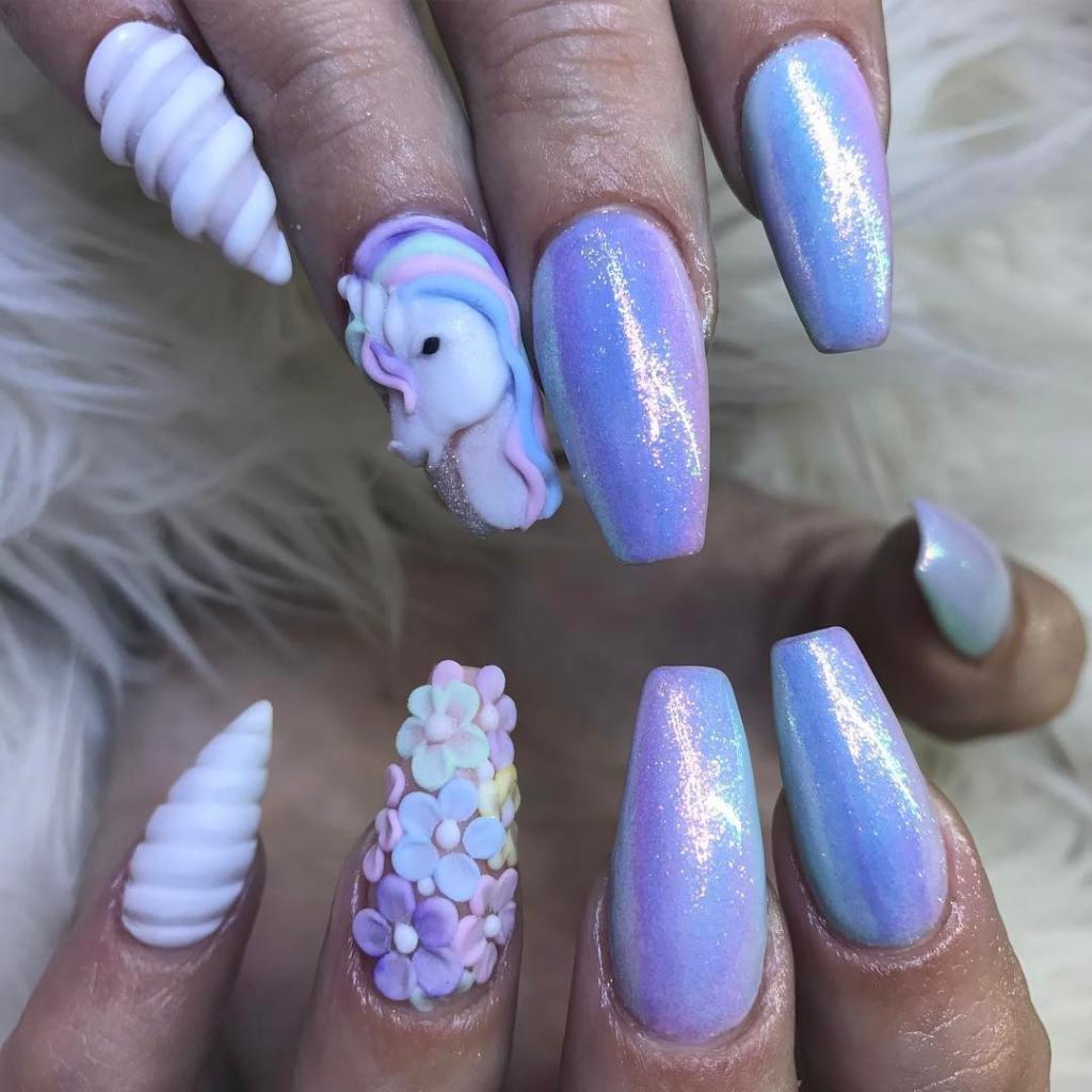 Сиреневые ногти с единорогом