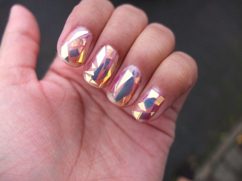 дизайн коротких ногтей битое стекло