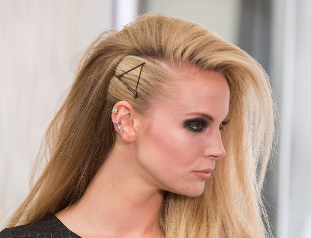 Блондинка в стиле рок-н-ролл