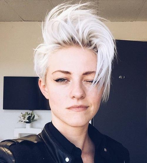 Блондинка в стиле рок