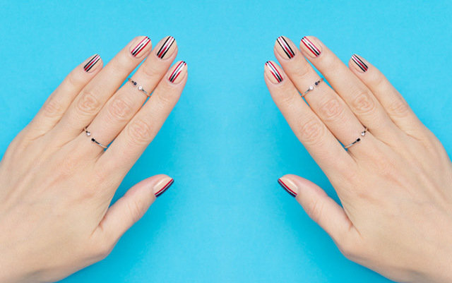 цветные полоски на ногтях