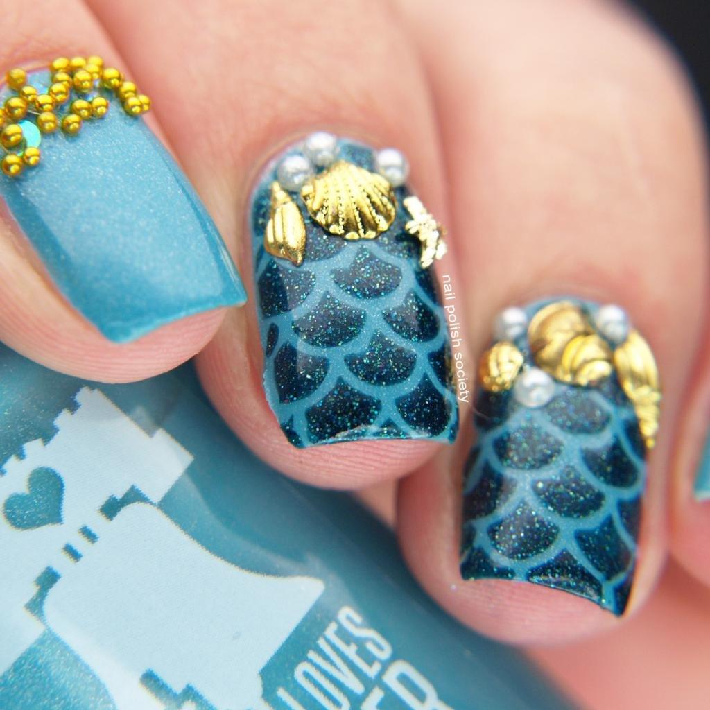 Золотой дизайн на бирюзовых ногтях
