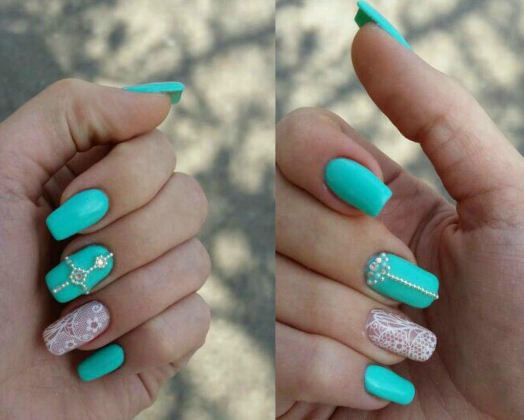 Ажурные ногти под бирюзовое платье