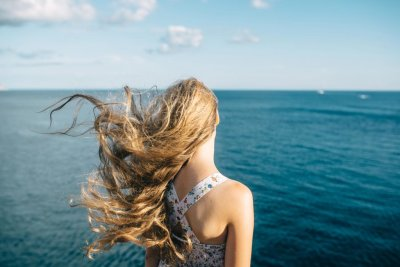 Как защитить волосы от солнца на море? Лучшие косметические средства и бабушкины рецепты