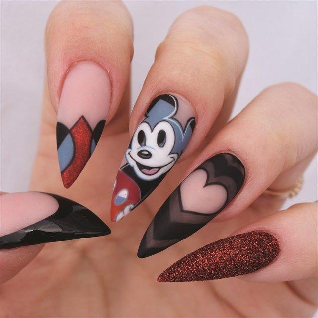 микки маус на ногтях