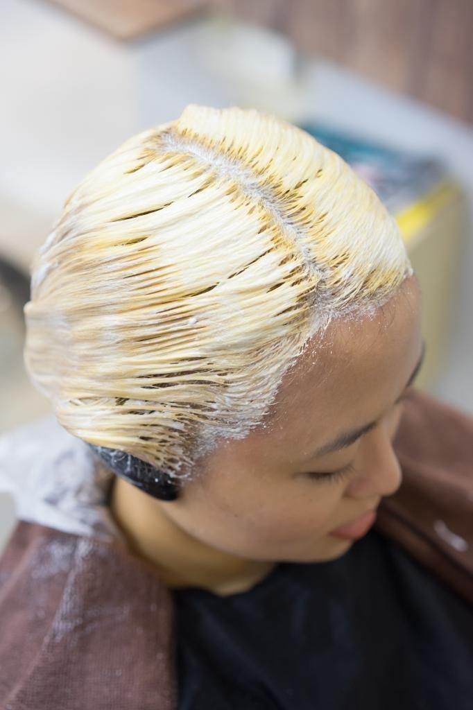 как убрать желтизну с волос окрашиванием