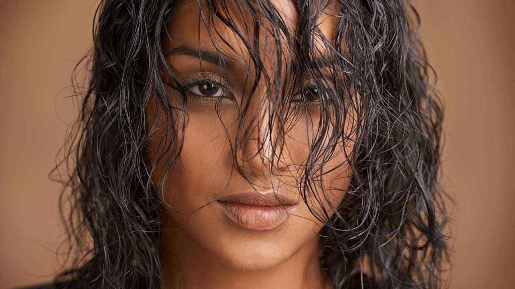 Эффект мокрых волос: фото