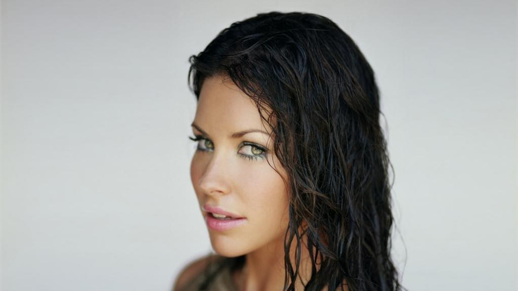 Эффект мокрых волос на средние волосы, фото