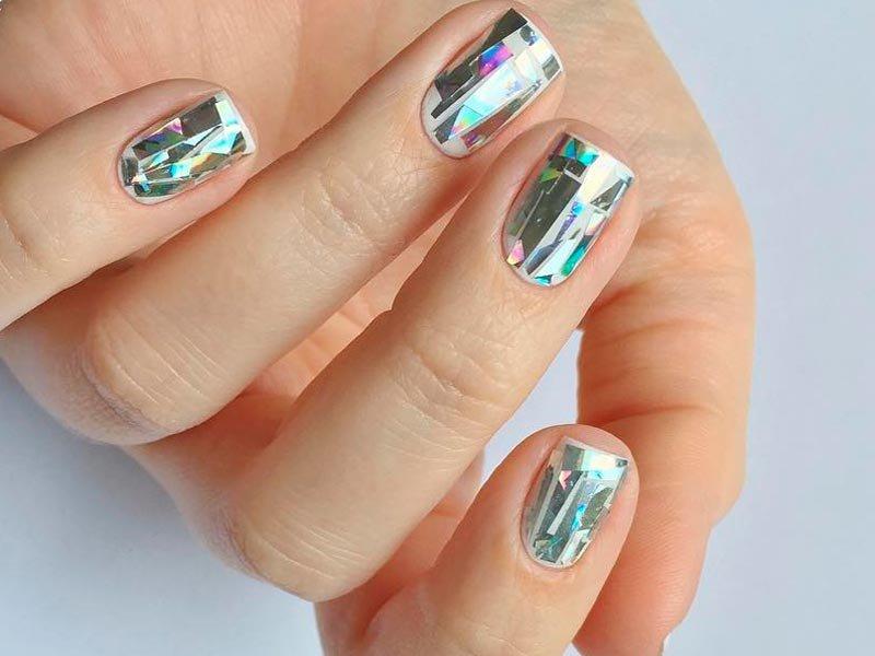 дизайн битое стекло на ногтях