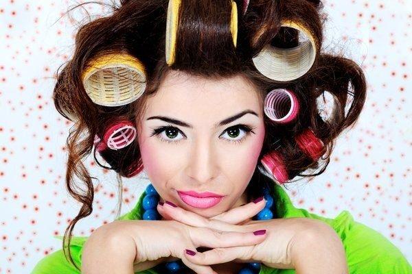 Как уложить вьющиеся волосы с бигуди