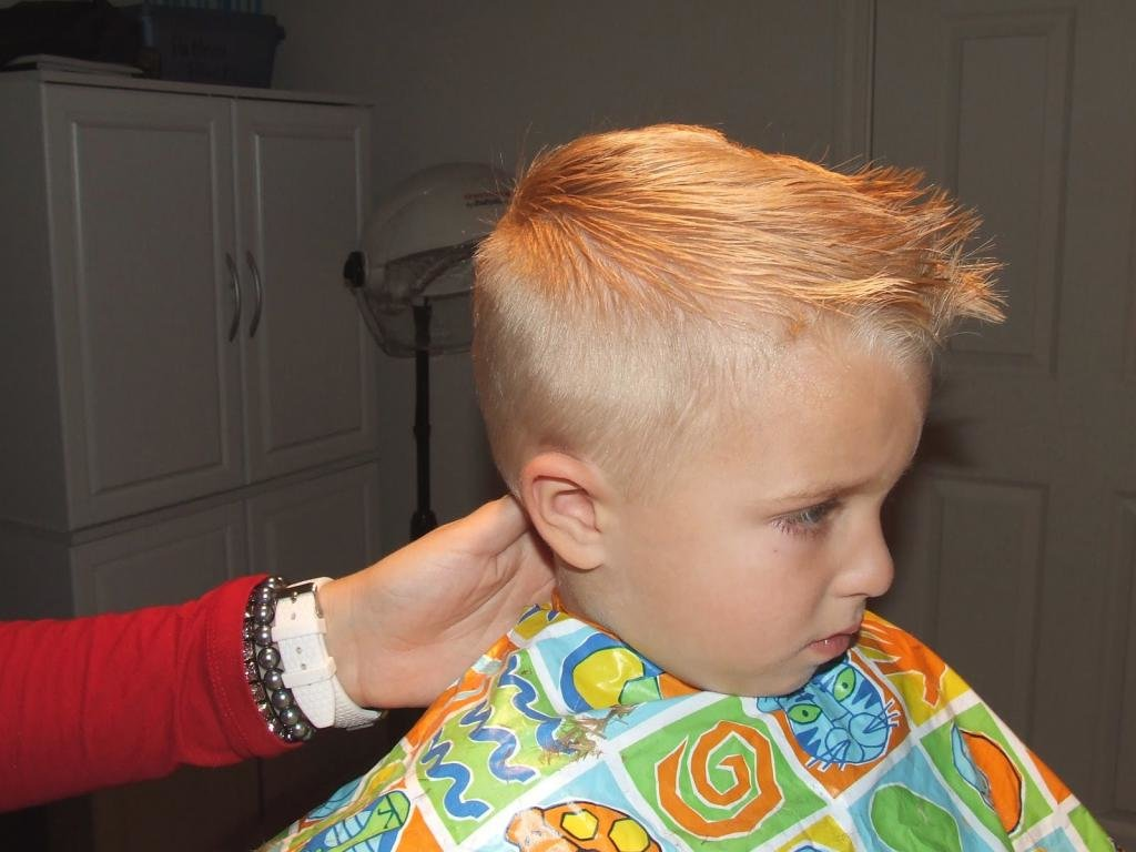 красивые стрижки для мальчика 3 лет