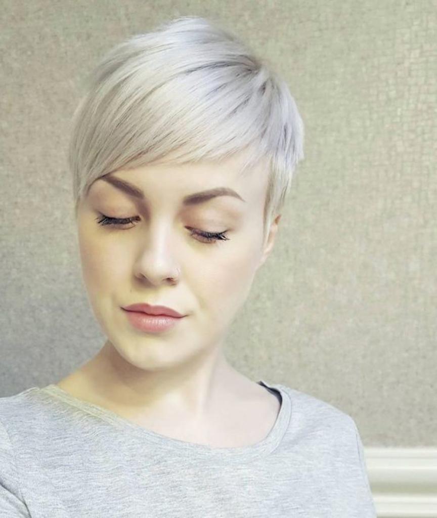 короткие светлые волосы