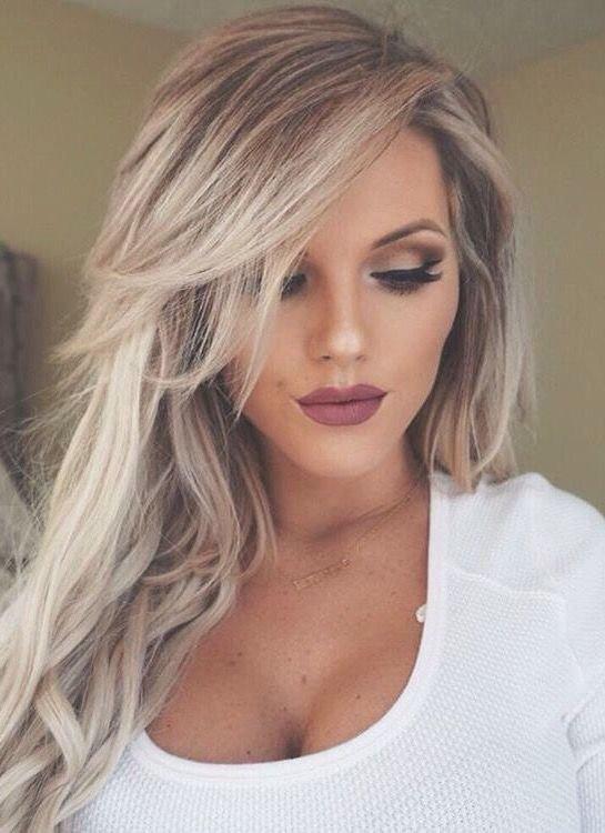 Вьющиеся волосы с челкой
