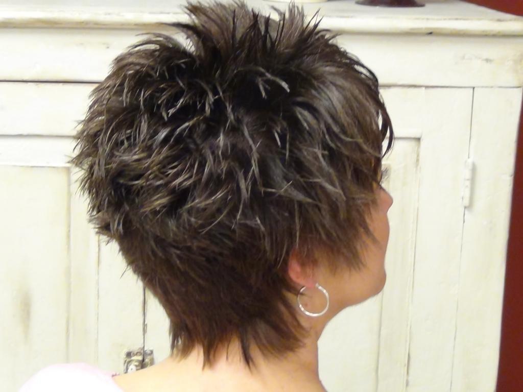 Каскад на короткие волосы вид сзади