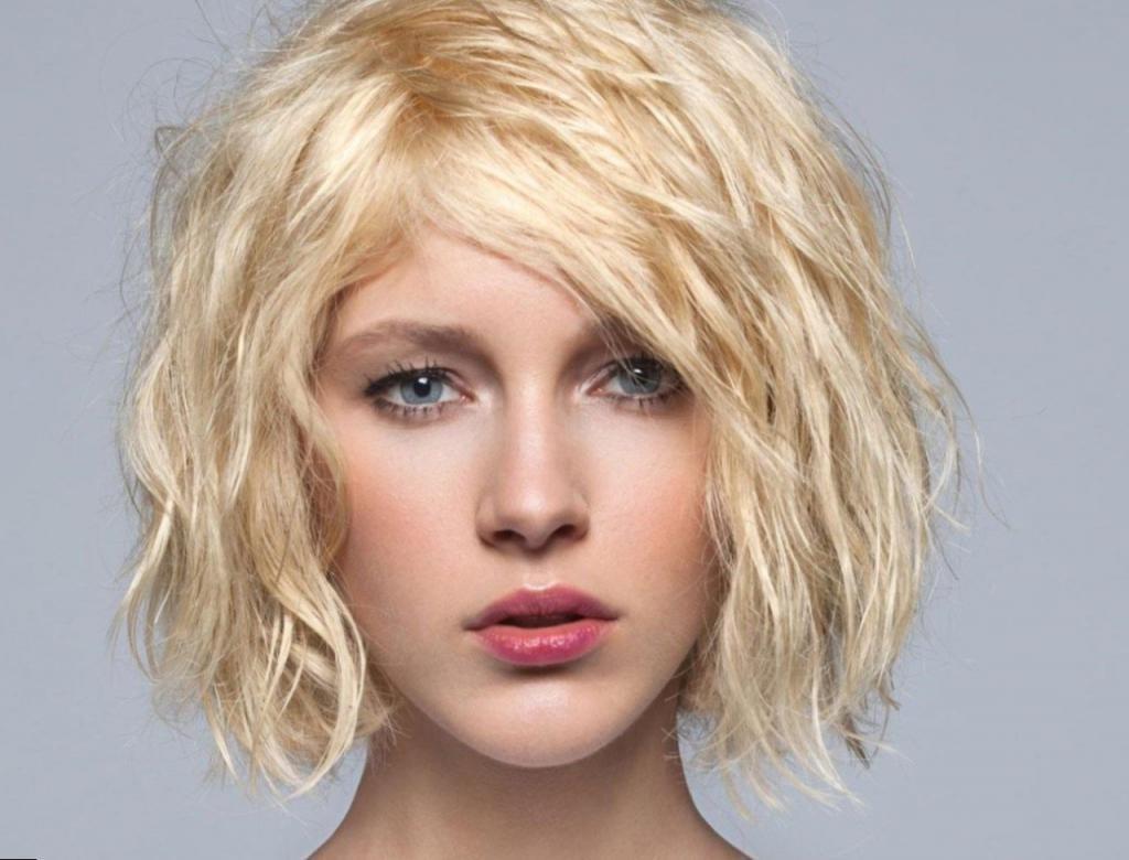 блондинка с каскадом