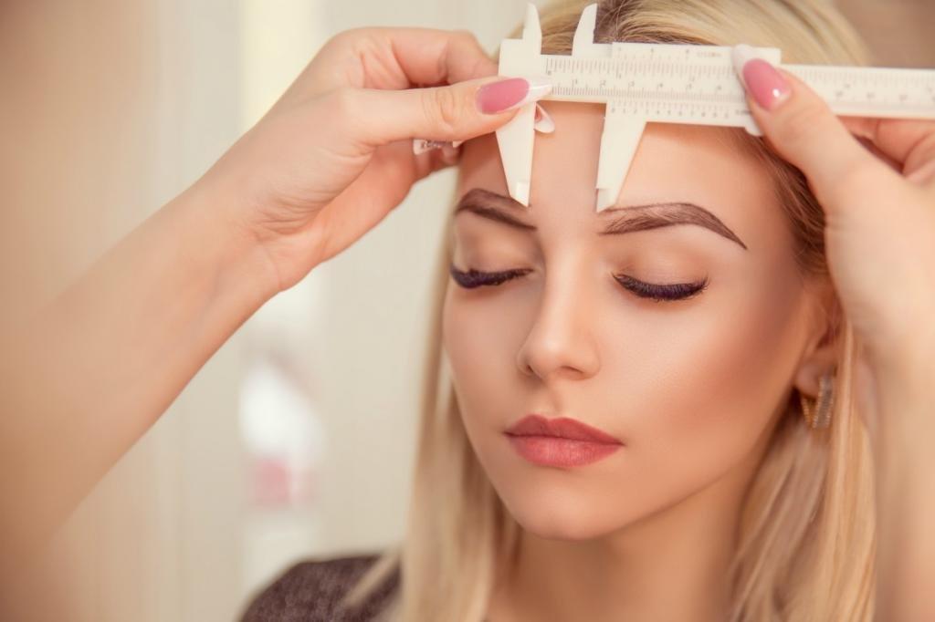 Советы косметологов для правильной коррекции бровей при помощи линейки
