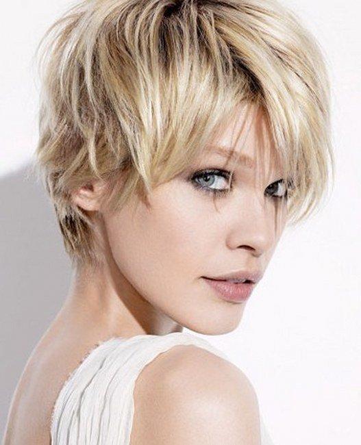 Красивая прическа на волосах короткой длины