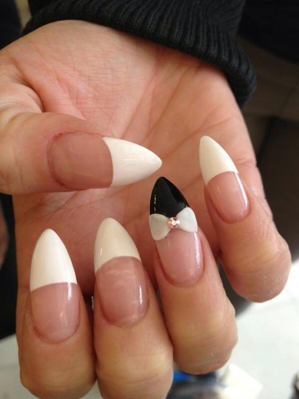 маникюр французский на острые ногти