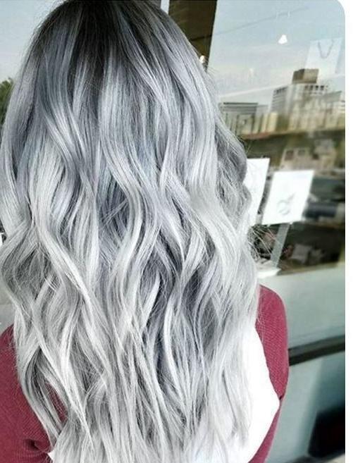 Бледно-серый цвет волос