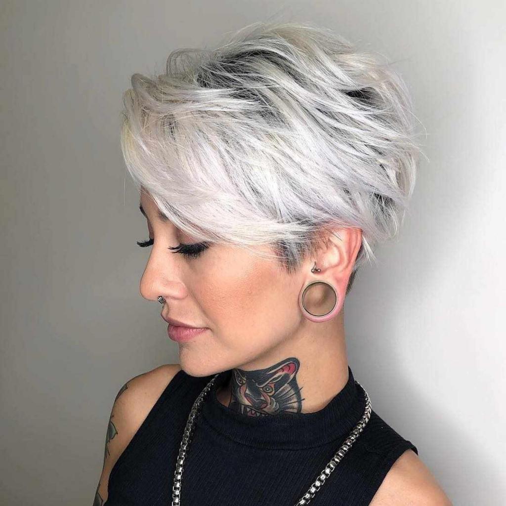 Серые короткие волосы