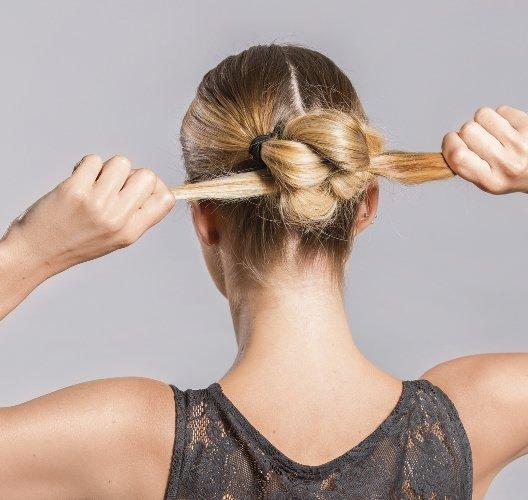 прически на день на средние волосы