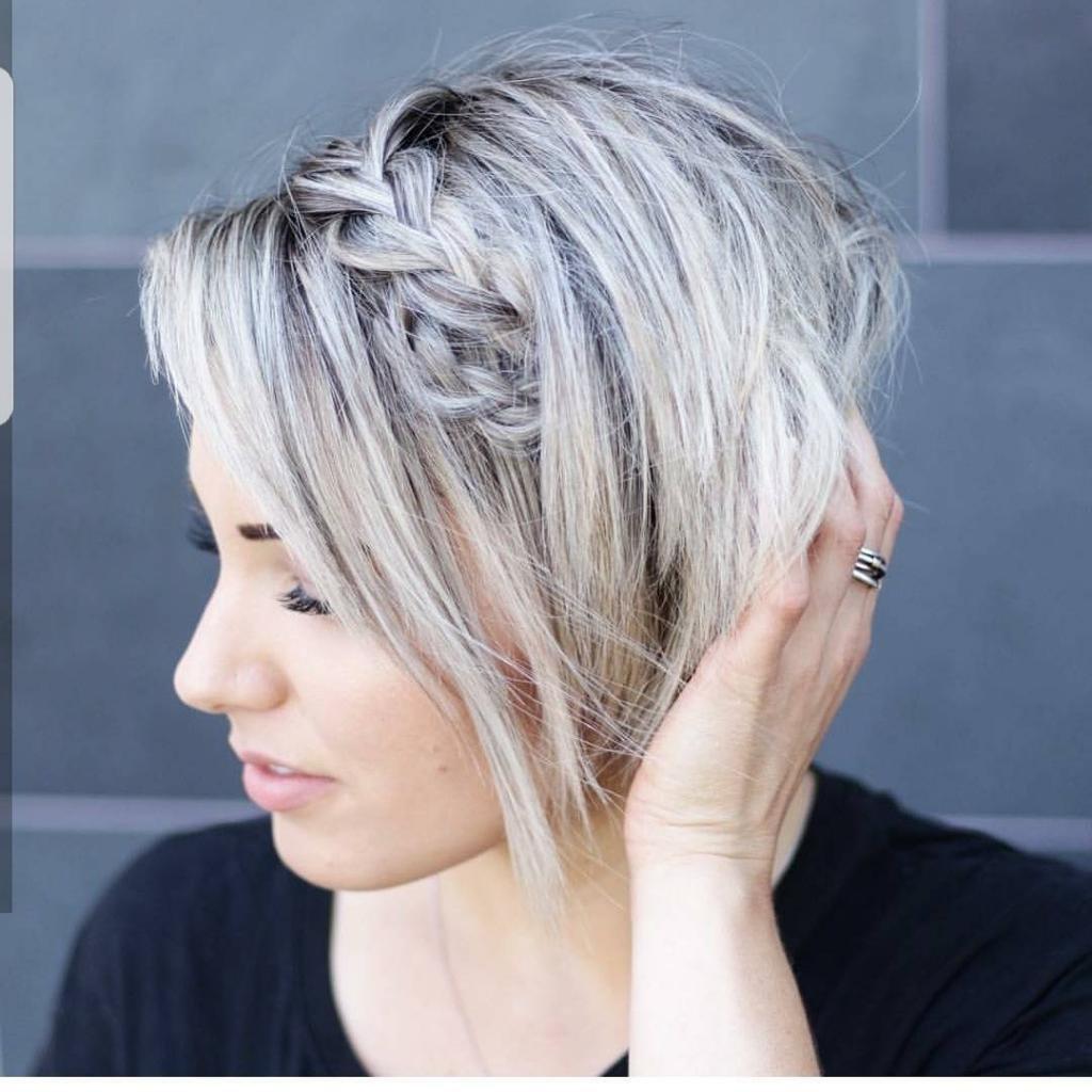 Стрижка пикси с челкой на средние волосы