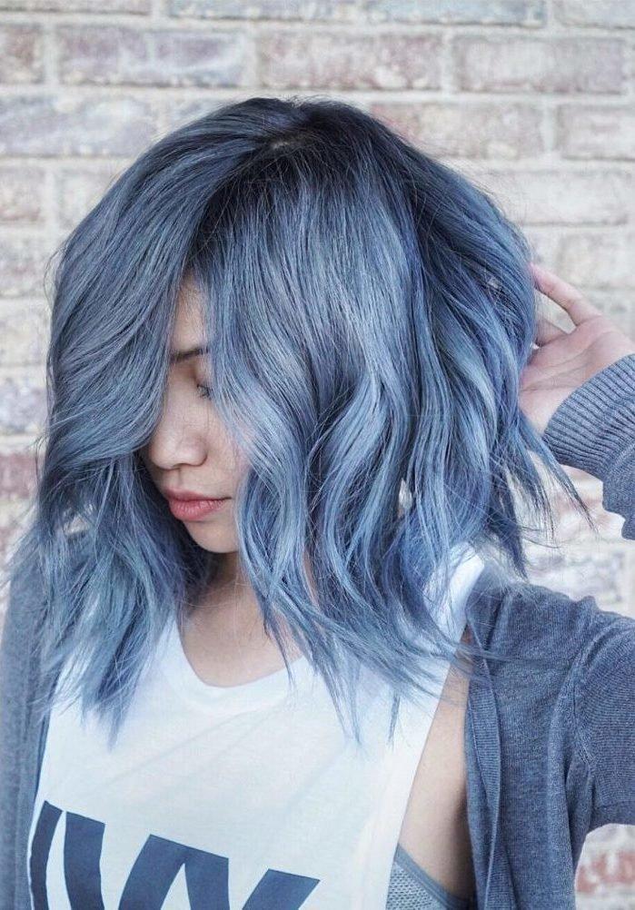 окрашивание цветных прядей на темных волосах