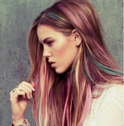Цветные пряди на темных волосах: оригинальные идеи, техника выполнения