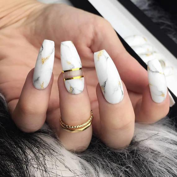 Стильный белый мрамор