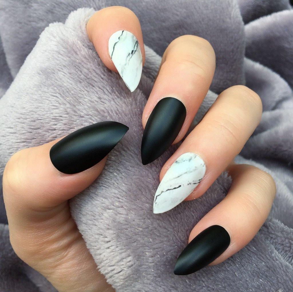 Мрамор на ногтях