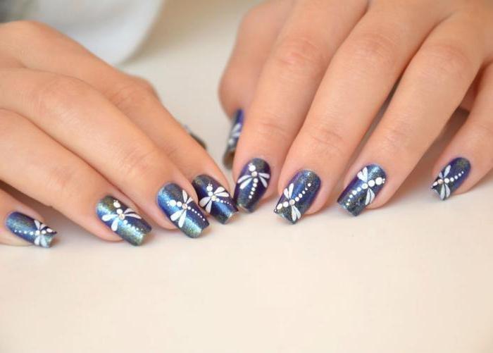 рисунок стрекозы на ногтях