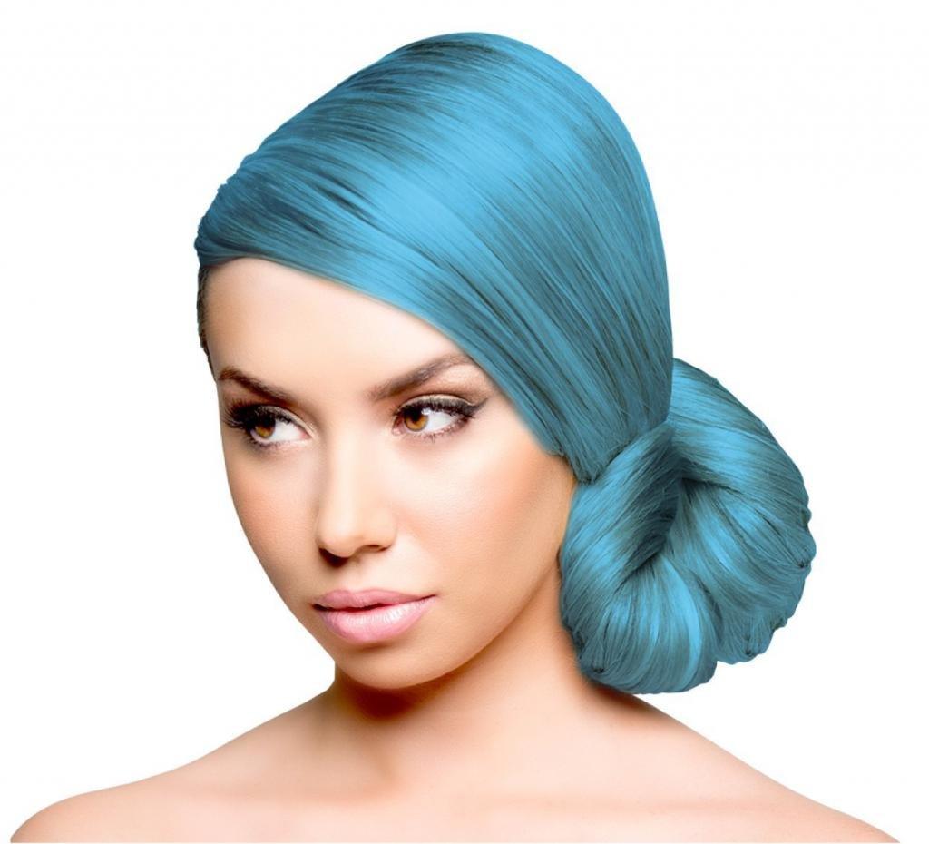 Нежный голубой оттенок волос