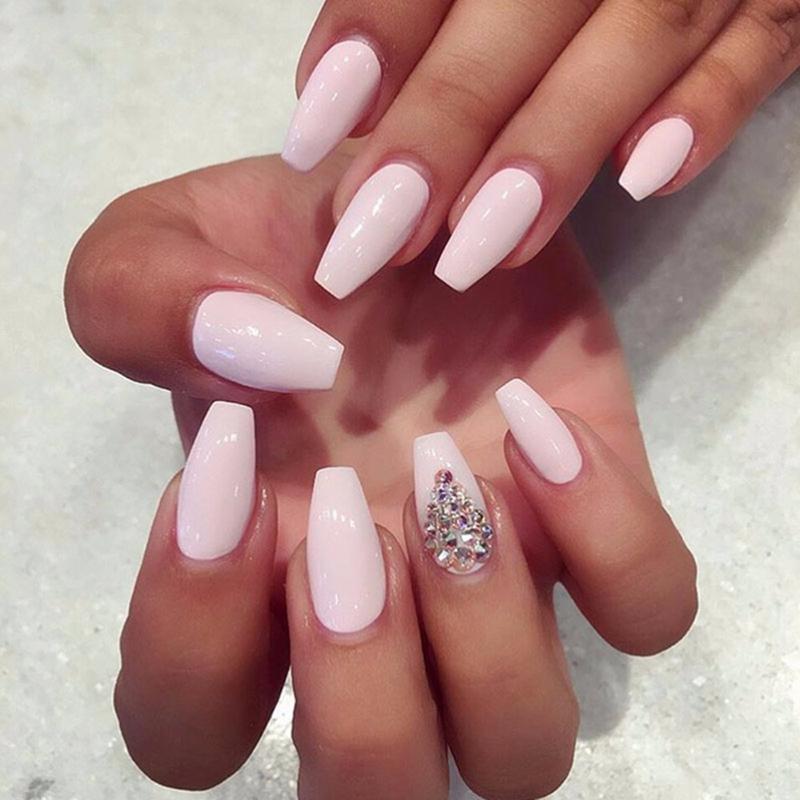 Нежно-розовый оттенок и блестки