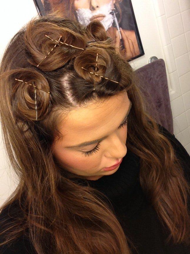 Как завить волосы заколками