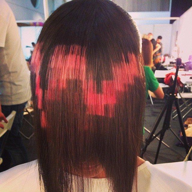 Пиксели на темных волосах
