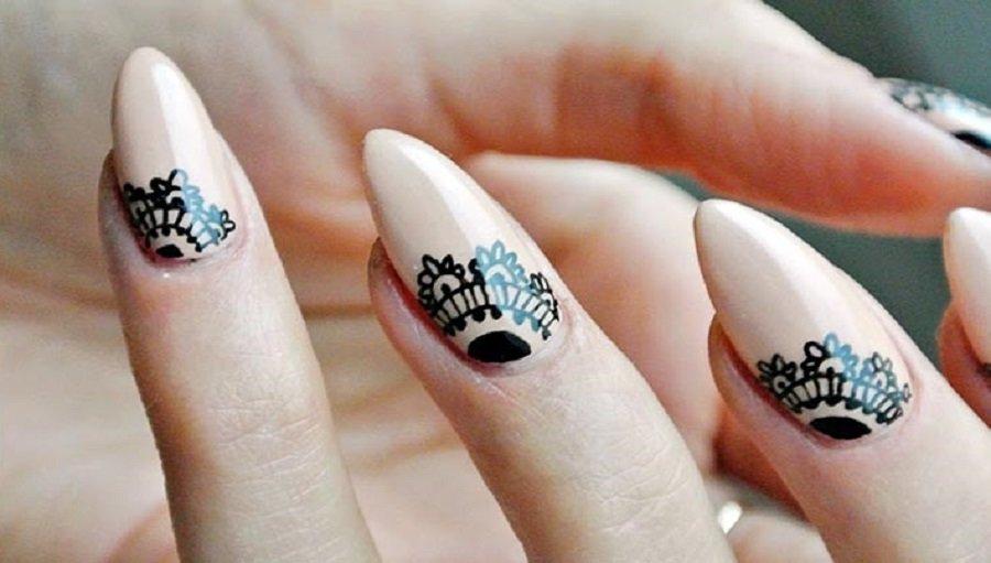 Рисунок мехенди на ногтях