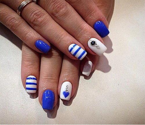бело синий маникюр на коротких ногтях
