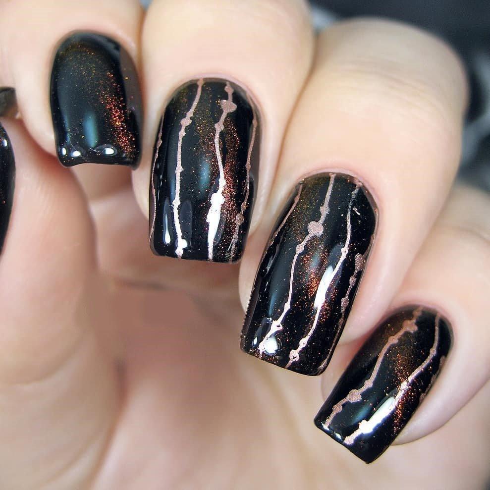 черный маникюр с блестками