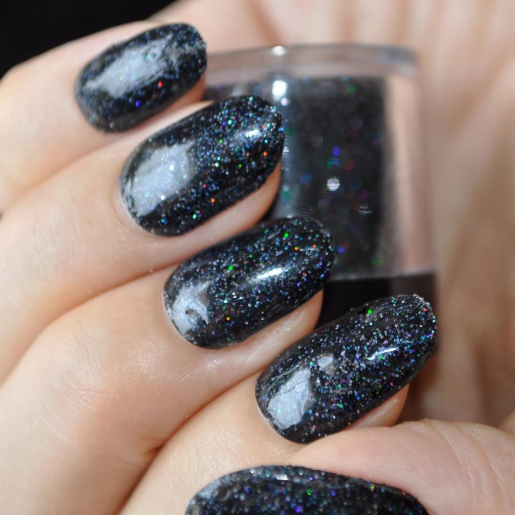 голографическая пудра на ногтях