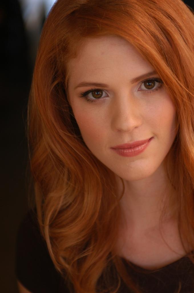 девушка с русо-рыжими волосами