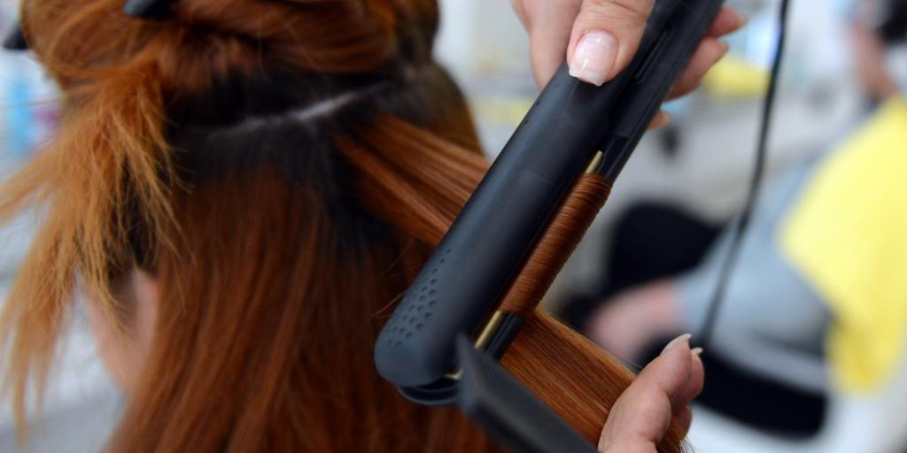 крутим волосы на утюжок