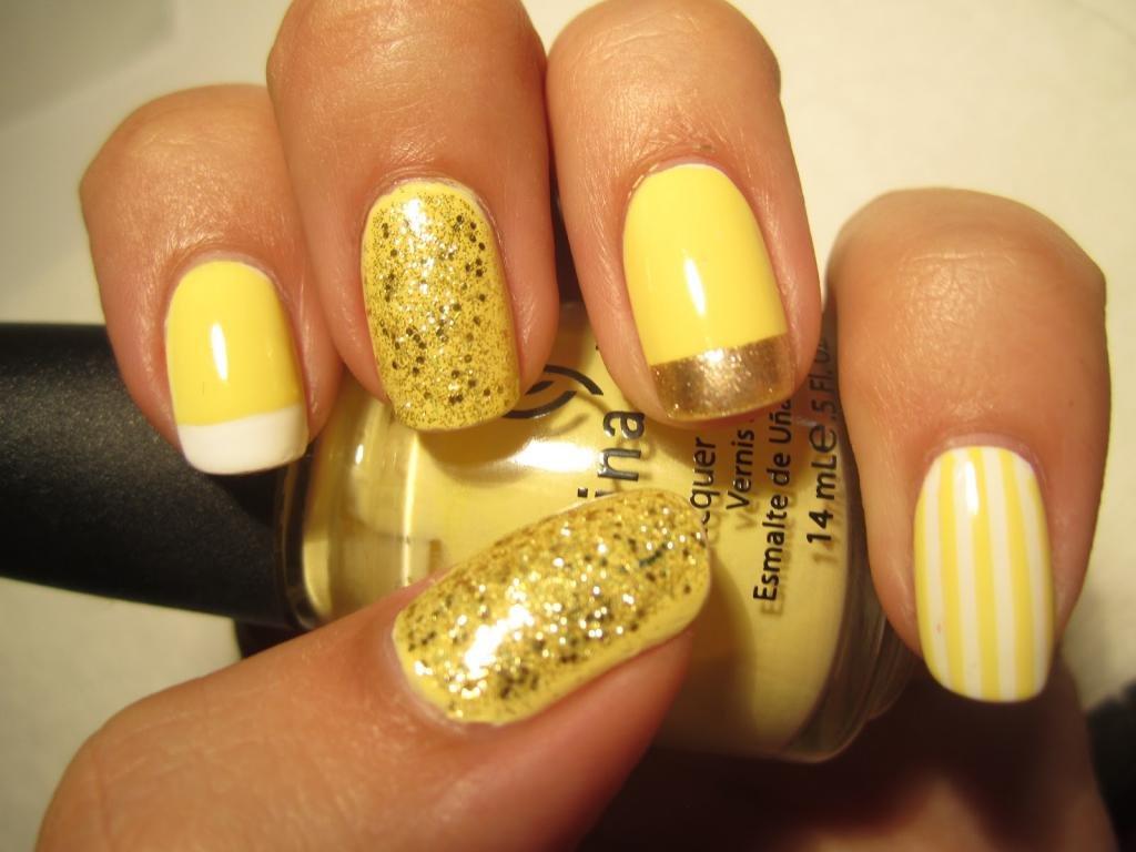 Сочетание желтого и золотого в маникюре