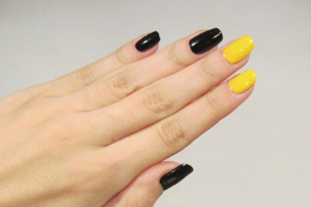 Маникюр в черных и желтых тонах