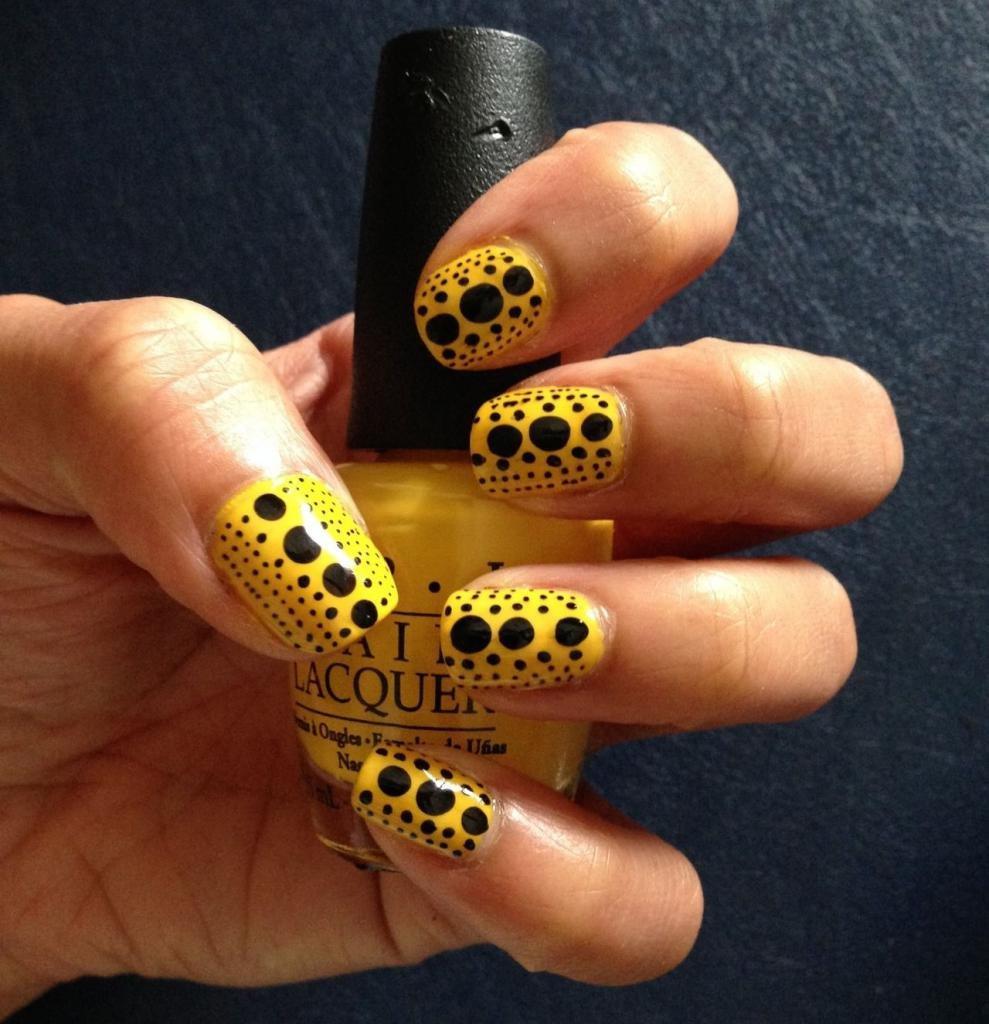 дизайн ногтей желтый с черным