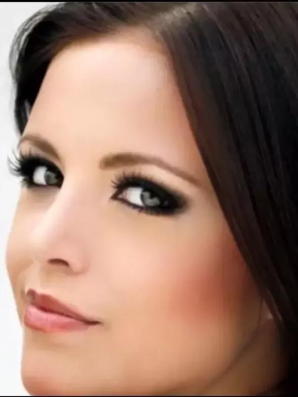 зеленый цвет глаз какой цвет волос подойдет